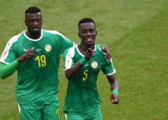 Senegal supera a Polonia